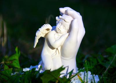 Engel in der Hand